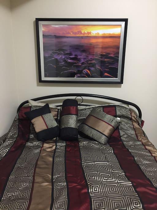 Master's bedroom with queen bed