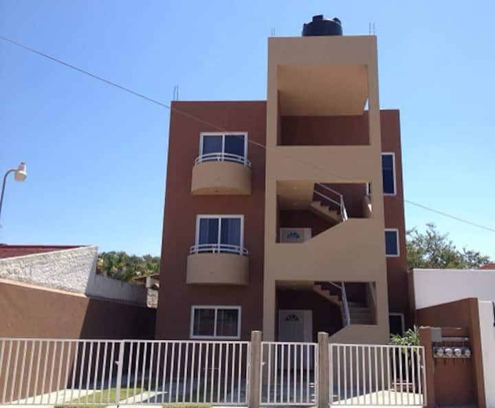 3 blocks from beach (2nd level)