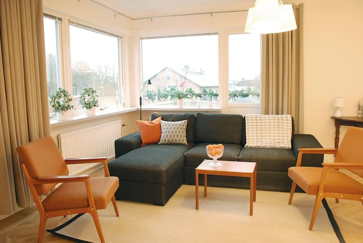 Bright comfortable lovely flat in great location.