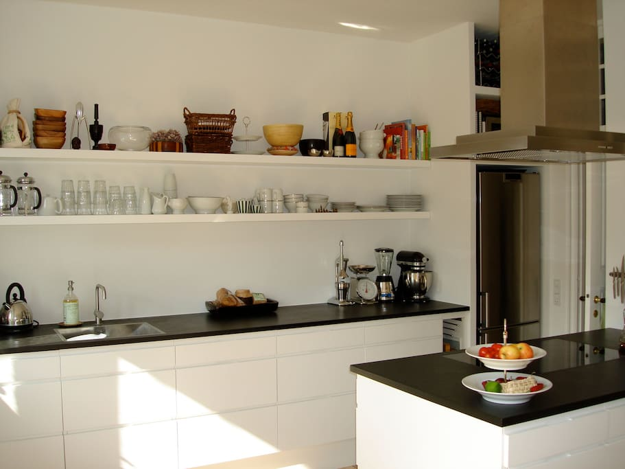 Nice modern kitchen with access to west turned balcony