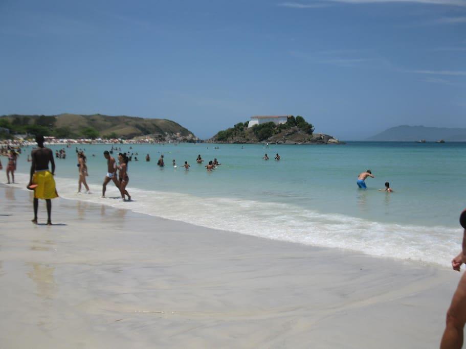 Praia do Forte, a 500 metros da casa.