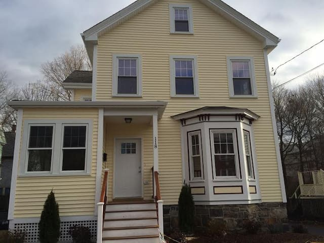 Charming new house-15 min to Boston- yard&parking
