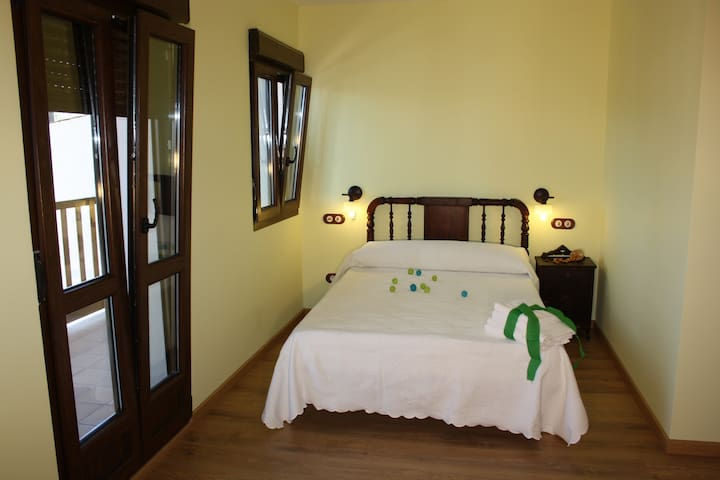 Room continental breakfast included - Ponferrada - Bed & Breakfast