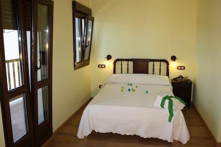 Room continental breakfast included - Ponferrada