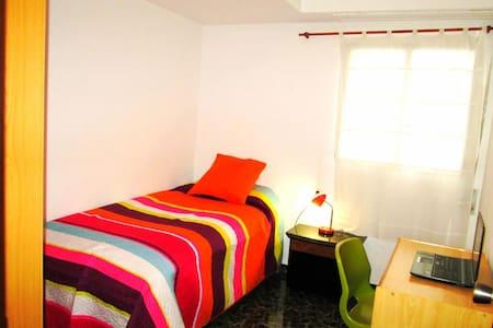 Habitación una o dos camas con wifi - Valencia