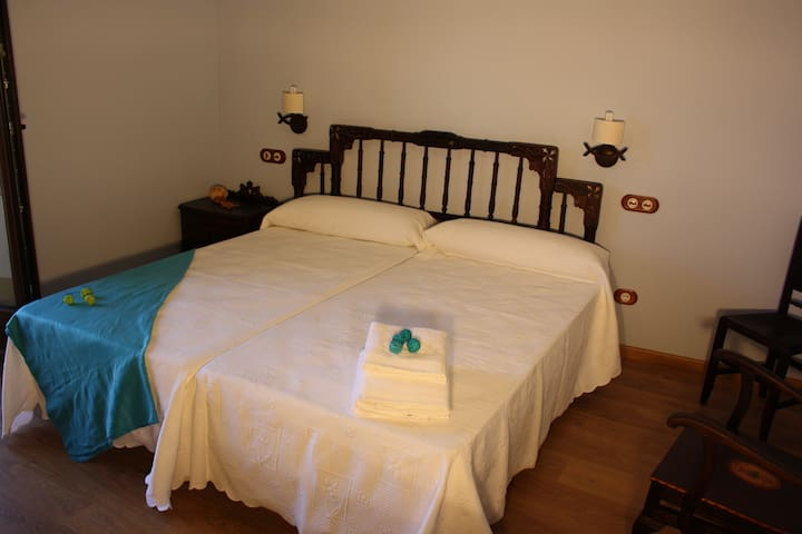 Room continental breakfast included - Ponferrada