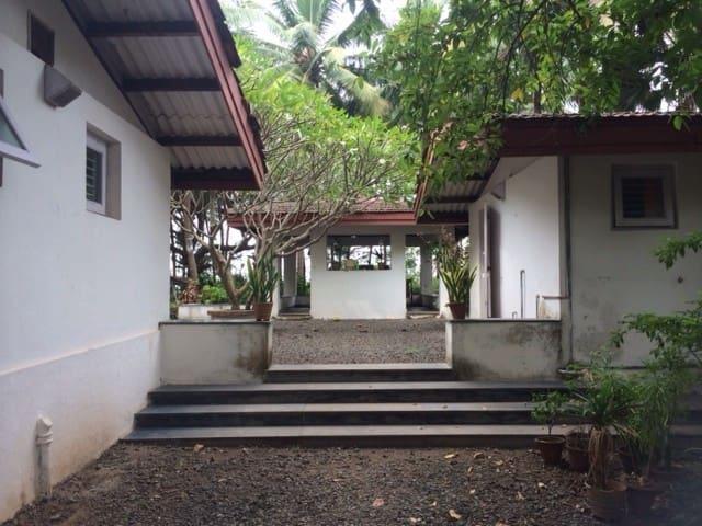 A dreamy 2BHK villa by the Sea - Kelwa PALGHAR - House
