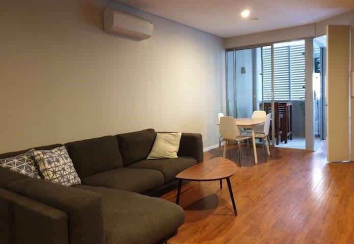 Modern 1 bedroom apartment in the heart of Newtown
