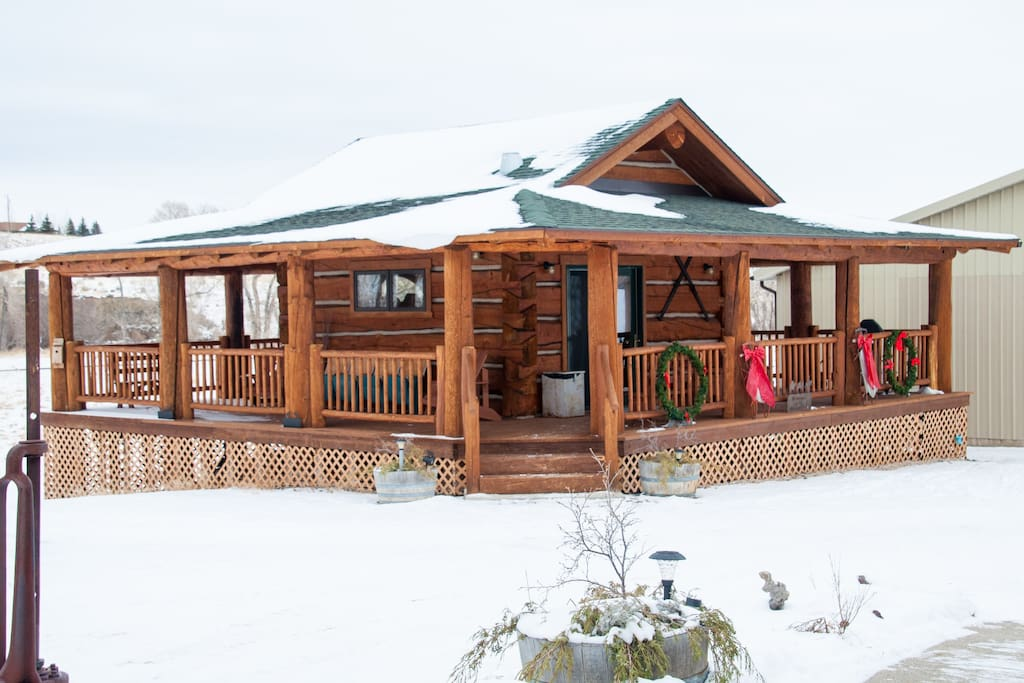 Cowboy 39 S Getaway Log Cabin Cody Cabins For Rent In