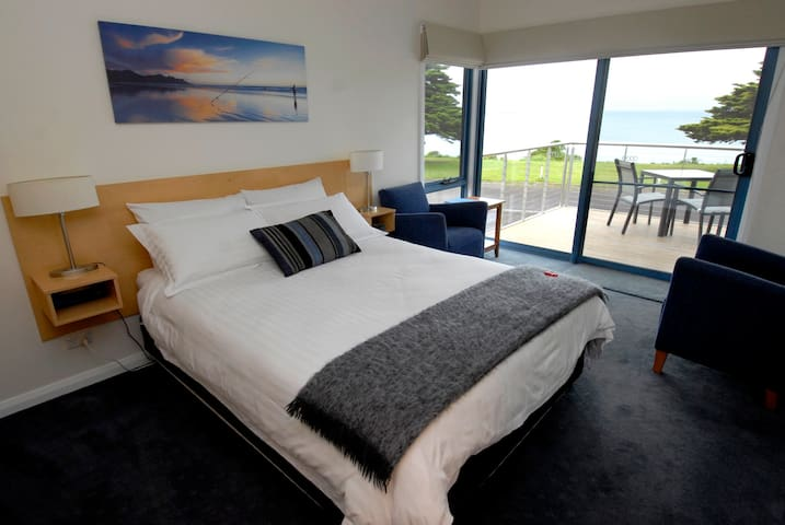 Luxury Spa Suite - great sea views!