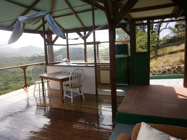 Hill top up garden apartment - Gros Islet