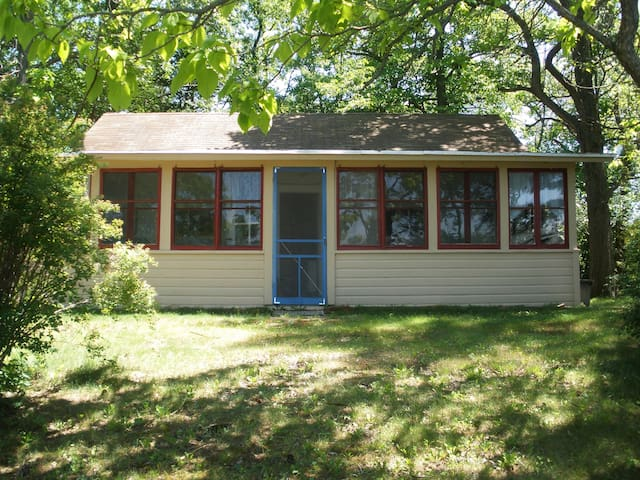 Brown's Point Cottage Rental - East Troy - Cabana