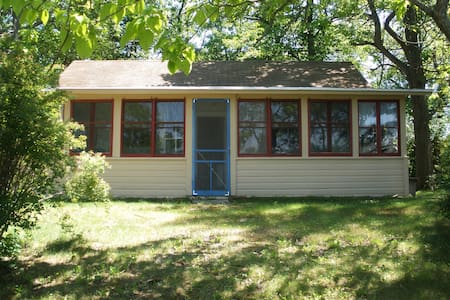 Brown's Point Cottage Rental - East Troy