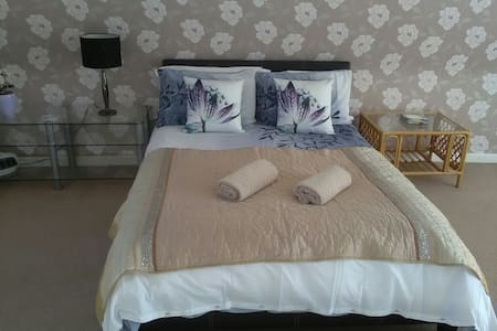 Lovely Double En-suite Great for Stansted Airport
