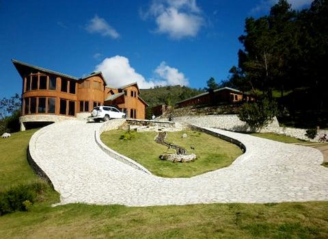 Majestuosa Villa en Rancho Guaraguao