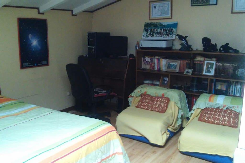 Dos futones + computador