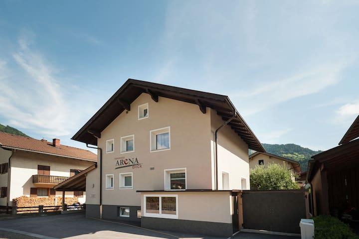 Chalet grande con mucha privacidad en el centro de Zell am Ziller.