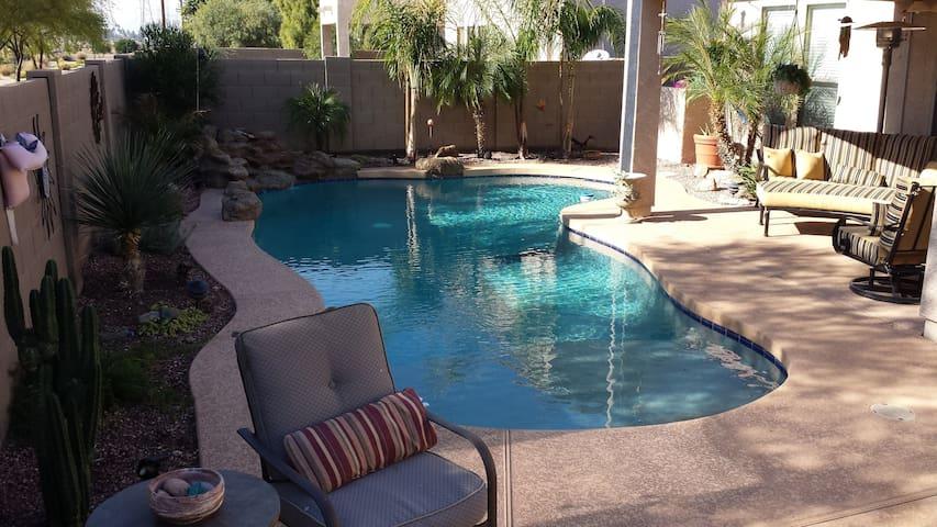 House w Outdoor Amenities - Peoria - Talo
