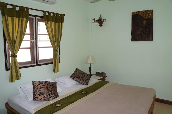 Beautiful  quiet  retreat in  Sriracha , Chonburi