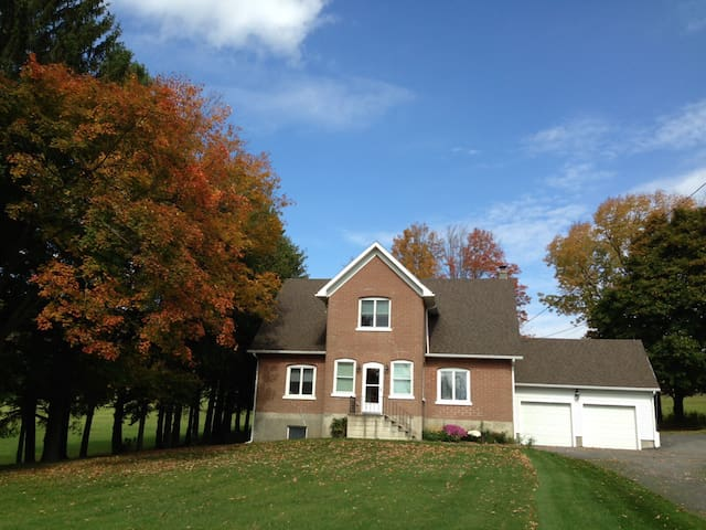 Private room on cozy farm (R3) - Richfield Springs - Hus