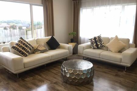 Superior Single Room - Brand New King Single Bed - Papakura - Villa