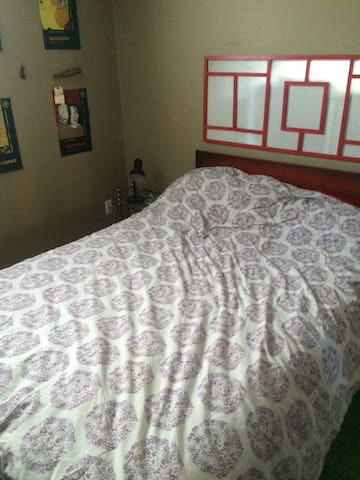Chambre dans la maison jaune - Marieville