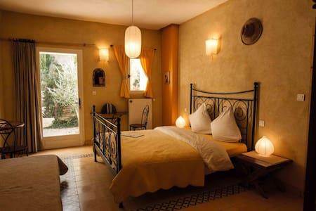 Cozy rooms in the parc du Verdon - Saint-Laurent-du-Verdon - Inap sarapan