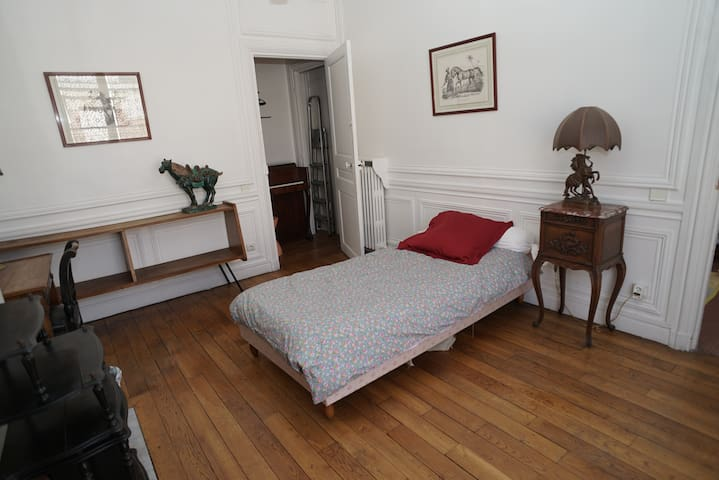 Lovely room - Neuilly-sur-Seine - Bed & Breakfast