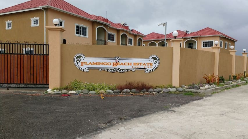 Flamingo Beach 1 Bed