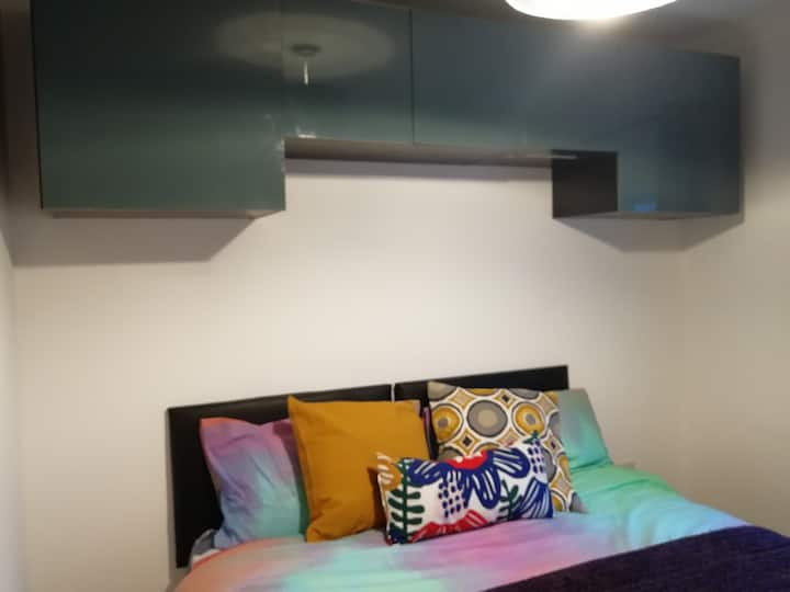 Gorgeous new double room-near NEC/Airport