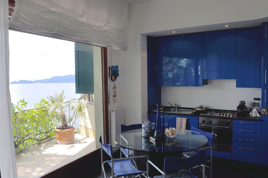 Anche in casa una vista da sogno mentre si cucina, si pranza o si legge un libro