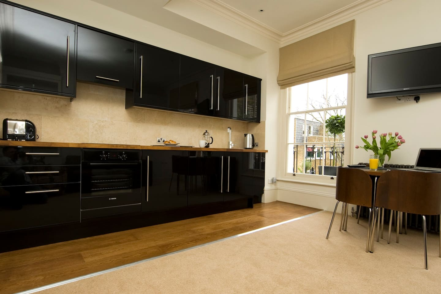 Fully equipped kitchen with washer/dryer, microwave etc