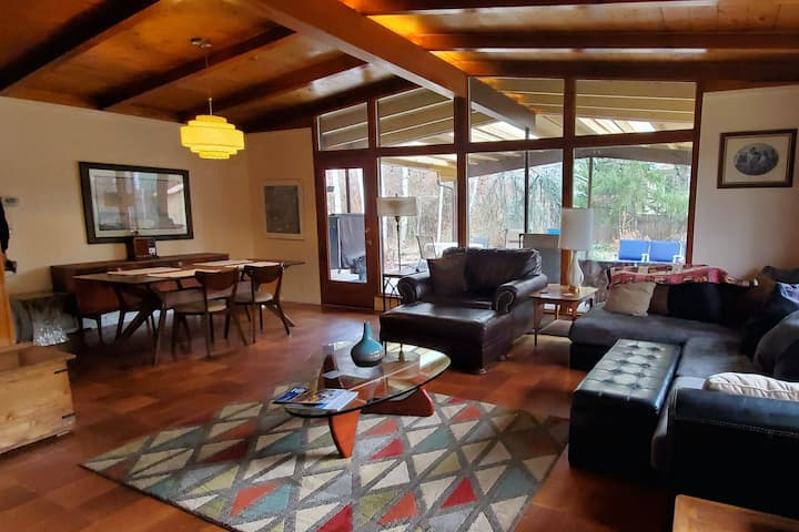 Inviting Dog-Friendly Abode Near Downtown W/ High-Speed WiFi & Enclosed Yard!