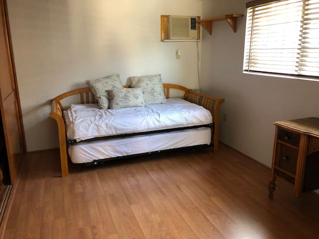 Private Guest Room In Downey