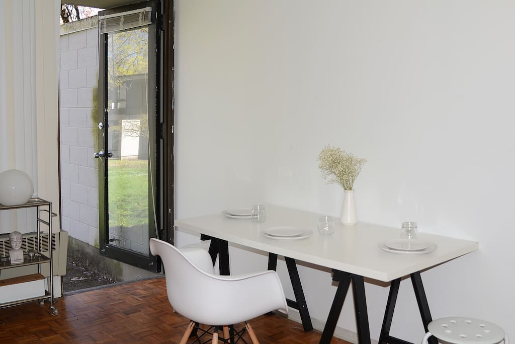 Adaptable Space for Dining Area - (5 extra chairs available)
