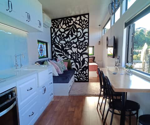 Pendeen Cottage - NEW Tiny Home - No Cleaning Fee!
