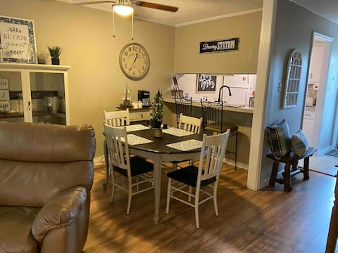 Yoder's Getaway Rustic charm with modern amenities