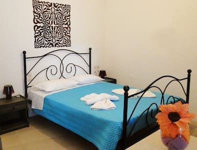 AFRODITI studios with sea view! - Bed & Breakfast
