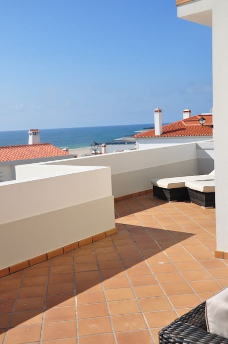 Sunbathe in privacy from apartment terrace, walk down to the beach