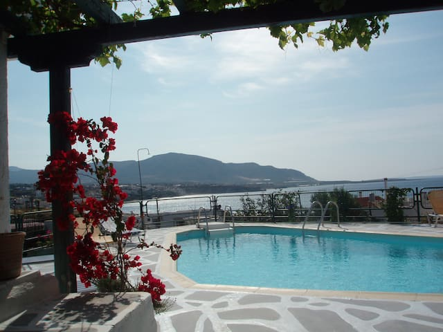 AFRODITI studios with sea view! - Makry Gialos - Bed & Breakfast