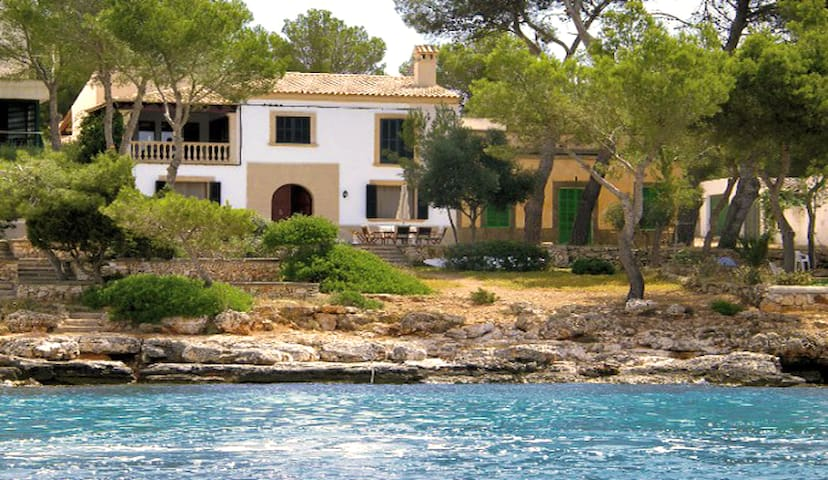 Seafront villa by the Portocolom bay