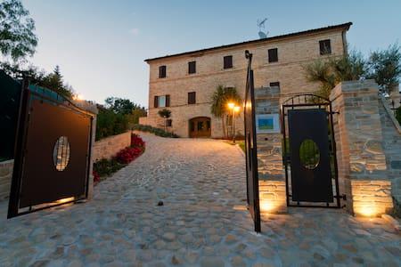 La Collina-Maestrale wellness&relax - Monsampietro Morico - Apartamento