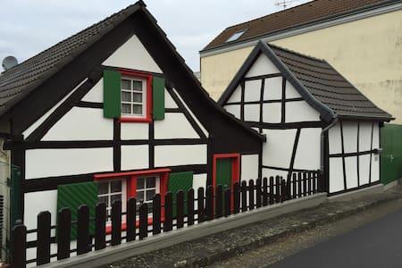 Gemütliches kleines Fachwerkhaus - Huis