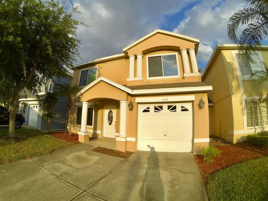 Modern home w private pool 15 minutes from disney houses for New modern homes orlando