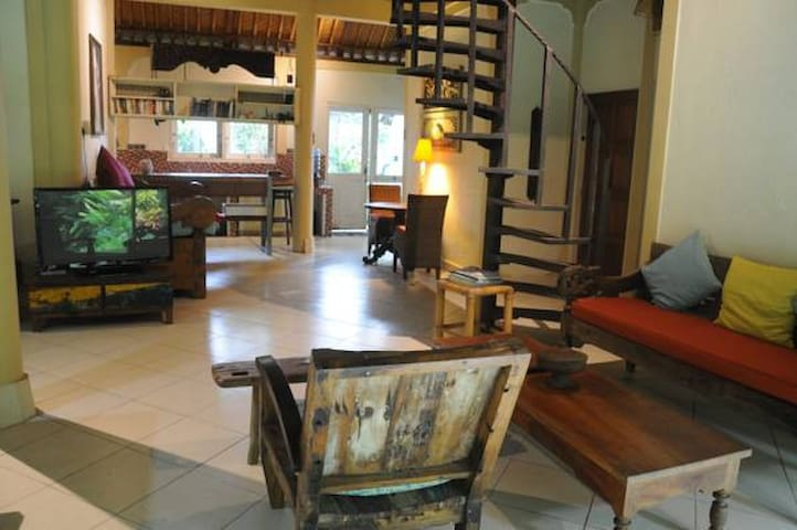 A Comfy Spacious Bungalow Two - Kuta - Hus