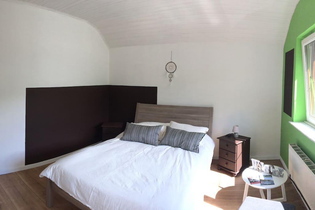 Chambre privée de 15m2, lit (140x200), dressing, volet extérieur, chauffage