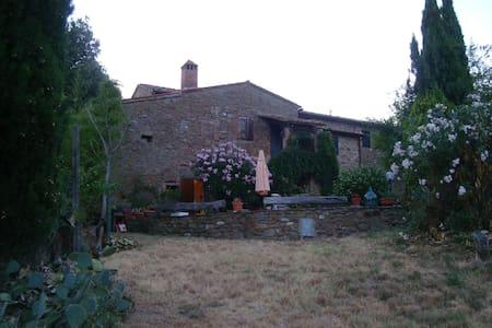 House in natural reserve - Monte Benichi, comune di Bucine - บ้าน