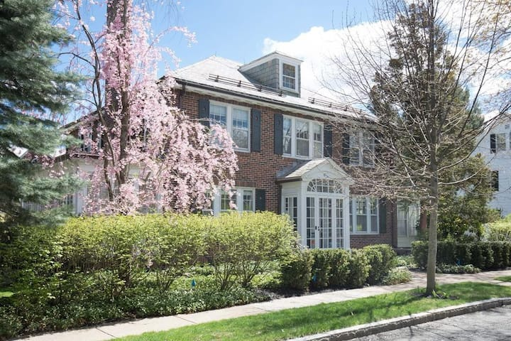 Pristine 3BR House w/Garden&Garage near Fresh Pond