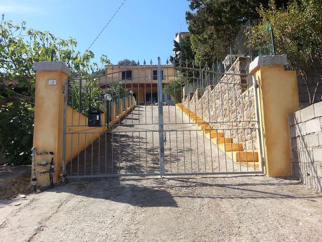 Casa a Budoni in collina vista mare - Budoni  - Departamento