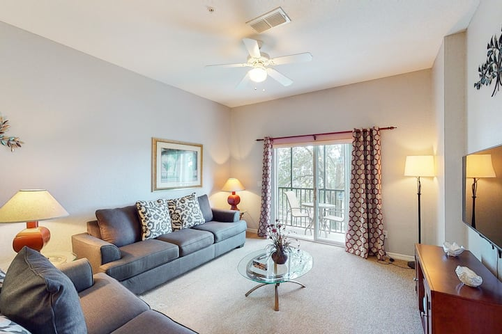 2nd floor condo w/ tennis court, pools, near theme parks, basketball court